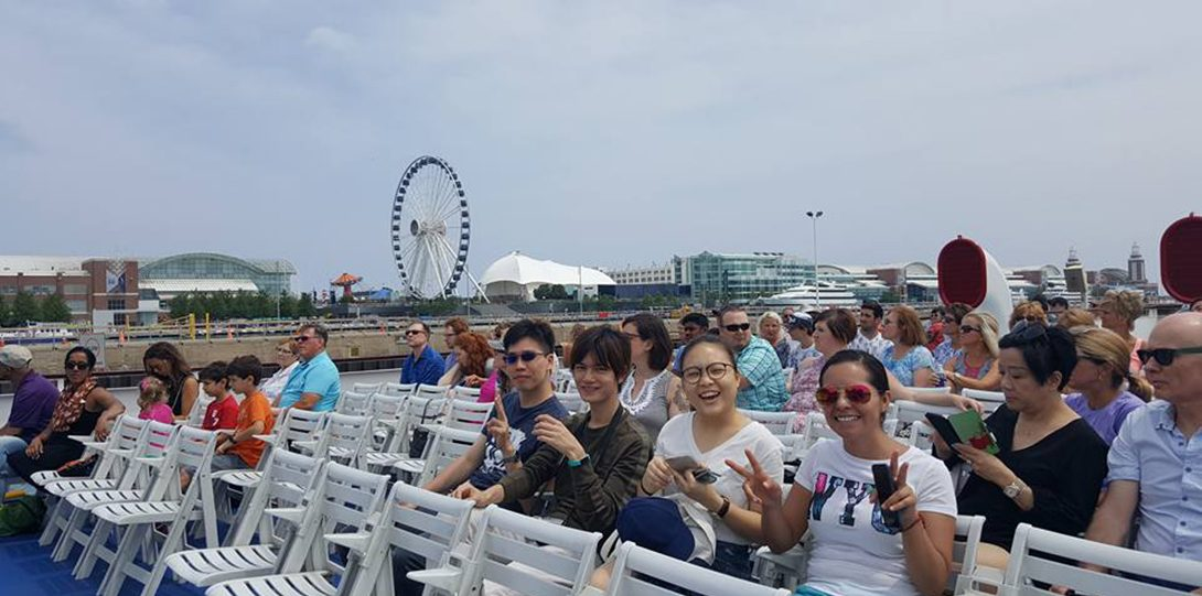 Students on boat tour of Chicago River